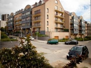 Mooi appartement duplex van 190 m² met een groot balkon op de 4e verdieping van een recente residentie bestaande uit een hal, nacht hal, een groo