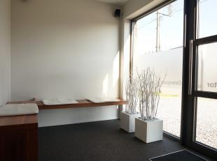 Handelspand TE HUUR<br /> <br /> Indeling : een inkomhal / wachtzaal van 12 m² met toilet en de handelsruimte van 27 m². Mogelijkheid om de
