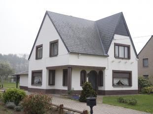 Landelijk gelegen karakterrijke woning met  3 slaapkamers.<br /> Dak vernieuwd in 2011.<br /> Oppervlakte 1031 ca .<br /> Indeling :<br /> Gelijkvloer