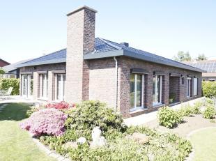 EVERSEL.<br /> Rustig gelegen ruime gelijkvloerse woning met 3 slaapkamers.<br /> Een maximum aan privacy op 617 ca tussen Heusden en Lummen.<br /> In