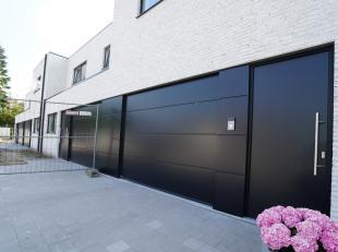 3 prachtige nieuwbouwwoningen in het centrum van Evergem. <br /> <br /> Evergem is een levendige gemeente die goed scoort qua mobiliteit: bushalte om