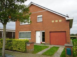 Deze vrijstaande woning situeert zich in het levendige Ertvelde, een deelgemeente van Evergem. <br /> De ligging is rustig, met uitsluitend verkeer va