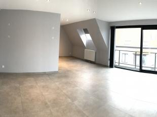 Dit appartement is gelegen op de tweede verdieping van een zeer knappe residentie in het hart van Sleidinge en is in uitstekende staat. Bouwjaar = 201
