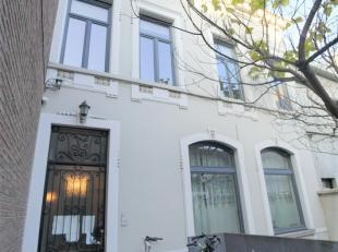 Dit uiterst gezellig appartement bevindt zich op de eerste verdieping van een karaktervol pand te centrum Wondelgem. <br /> <br /> Op wandelafstand va
