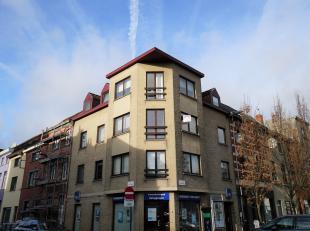 Dit mooi appartement bevindt zich op de 2de verdieping van een kleine residentie en situeert zich in het centrum van Sint-Amandsberg. Gent is vlot te