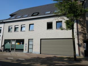 Ontdek dit recent investeringsproject in het centrum van Evergem, bestaande uit:<br /> - handelsgelijkvloers<br /> - 3 appartementen<br /> - 4 garages