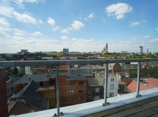 Appartement met weidse zichten over het Zuidpark en Gent! De ligging is top door de nabijheid en vlotte bereikbaarheid van E40, E17, R4 en het histori