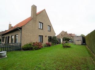Ontdek deze charmante halfopen woning in een rustige woonwijk van de gemeente Evergem. Openbaar vervoer, winkels en R4 zijn op wandelminuten te bereik