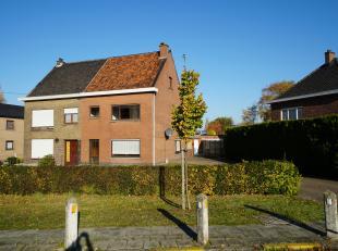 Deze woning is halfopen en zeer degelijk gebouwd.<br /> Er is enkel wat opfriswerk nodig om er een gezellige thuis van te maken.<br /> <br /> De liggi