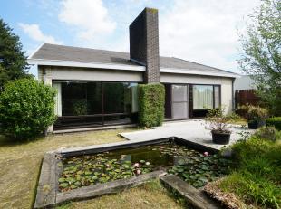 Op te frissen bungalow met heel veel mogelijkheden!<br /> <br /> De woning situeert zich in een rustige en familiale woonwijk van Evergem centrum. <br
