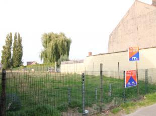 Bouwgrond voor een half open of gesloten bebouwing te bouwen zonder bouwverplichting van 650 m².