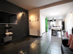 Prachtige gerenoveerde woning te Menen met maar liefst 4 slaapkamers !<br /> <br /> Modern ingerichte keuken , badkamer met ligbad/douche en dubbele l