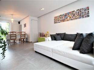 Prachtige zeer lichtrijke ruime woning te Menen !<br /> <br /> Deze woning beschikt over : <br /> <br /> * Lichtrijke ruime leefruimte<br /> * Volledi