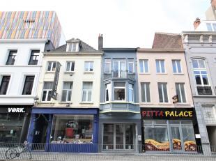 Ruim handelspand met woonst in het hartje van Kortrijk !<br /> <br /> Dit pand beschikt over :<br /> <br /> * Handelsruimte <br /> * Berging<br /> * T