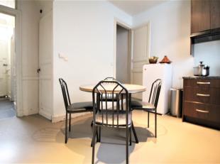 Instapklare woning nabij de K in Kortrijk  met 3 slaapkamers !<br /> <br /> Deze woning beschikt over:<br /> <br /> * Inkomhal<br /> * Leefruimte<br /