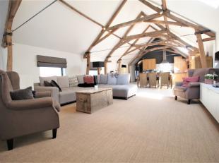 Tot in detail afgewerkte karaktervolle woning met garage met mogelijkheid tot 4 slaapkamers waarvan twee reeds volledig ingericht.<br /> <br /> Inkomh