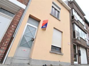 Centraal goed gelegen woning met 4 slaapkamers te Kortrijk!<br /> <br /> Deze woning beschikt over :<br /> <br /> * Inkomhal <br /> * Leefruimte<br />