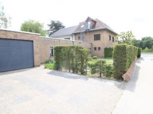 Ruime woning in een residentiële buurt met kantoren op een top ligging in Kortrijk!!<br /> Deze woning ligt vlak bij alle invalswegen van Kortrij