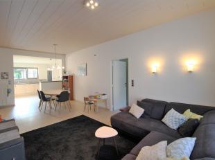 Volledig gerenoveerde woning met garage op 570m² met drie slaapkamers, twee badkamers en een multifunctionele ruimte die kan dienen als mancave,