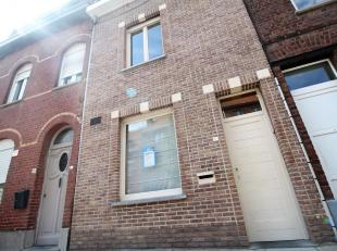 Goed gelegen ruime stadswoning met 4 slaapkamers te Kortrijk !<br /> <br /> De woning beschikt over :<br /> <br /> - Inkomhal met ruime berging<br />