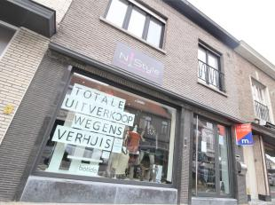 Handelspand met woonst in het hartje van Kuurne !<br /> <br /> Dit pand beschikt over :<br /> <br /> * Handelspand <br /> * Stockruimte<br /> * Keuken