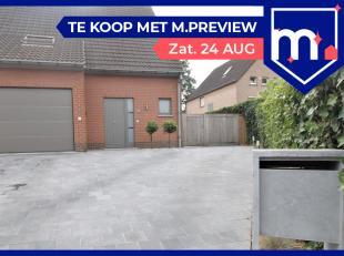 Rustig gelegen halfopen woning met 3 slaapkamers en garage te Kortrijk!<br /> <br /> Deze woning beschikt over :<br /> <br /> * Inkomhal<br /> * Gaste