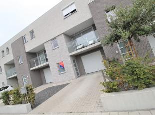 Rustig gelegen mooie ruime bel-etage woning met dubbele garage te Heule!<br /> <br /> Deze woning beschikt over :<br /> <br /> * Inkomhal<br /> * Gast
