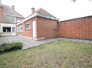Zeer ruime hoekwoning met 3 slaapkamers en garage te Bissegem!<br /> <br /> Deze woning beschikt over :<br /> <br /> * Inkomhal<br /> * Voorplaats<br