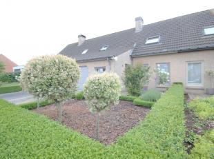 Deze woning biedt : <br /> <br /> * Ruime living en keuken met veranda en zicht op de tuin!<br /> * Grote oprit en ruime garage<br /> * Gezellige zui