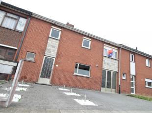 Goed gelegen woning met 3 slaapkamers en garage te Gullegem !<br /> <br /> Deze woning beschikt over :<br /> <br /> * Inkomhal <br /> * Gastentoilet <