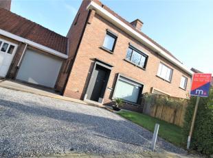 Mooie woning met 3 slaapkamers en garage te Kuurne !<br /> <br /> Deze woning beschikt over :<br /> <br /> * Inkomhal <br /> * Gastentoilet <br /> * L