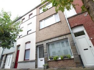 Centraal goed gelegen woning met 4 slaapkamers te Kortrijk!<br /> <br /> Deze woning beschikt over :<br /> <br /> * Inkomhal <br /> * Ingerichte keuke
