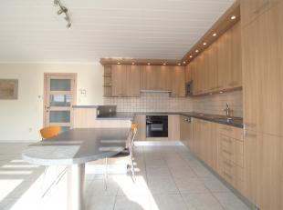 In het hartje van Wevelgem vinden we dit ruime instapklaar appartement met ruim terras met mooi verzicht !<br /> <br /> Het appartement beschikt over