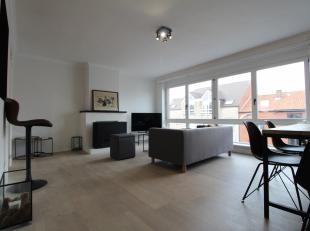 Op wandelafstand van het centrum van Kortrijk vinden we dit gerenoveerd 2 slaapkamer appartement:<br /> <br /> Dit appartement bestaat uit:<br /> <br