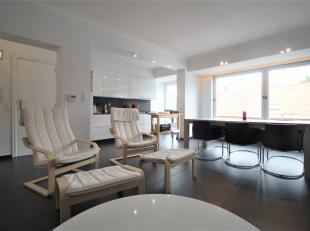 Centraal goed gelegen appartement in het hartje van Roeselare !<br /> <br /> Deze woont beschikt over :<br /> <br /> * Ruime lichtrijke leefruimte <br