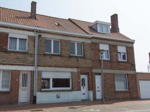 MOOI RENOVATIEPROJECT!<br /> <br /> Dit rijhuis heeft een zeer leuke ligging in de Emiel Coppietersstraat in het bruisende Nieuwpoort. Zeer rustig en