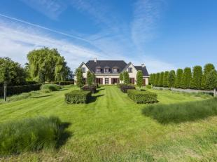 Prachtige villa op 1262 m². Zeer landelijk en rustig gelegen. <br /> Deze mooie tijdloze villa brengt je van de ruime inkomhal<br /> naar de heel
