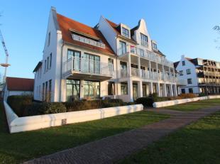 Nieuwbouw GELIJKVLOERS appartement met tuintje gelegen in DUINENWATER/ KNOKKE, zicht op Put van de Cloedt, nabij invalswegen en grote warenhuizen. Het