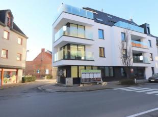 Dit nieuwbouw gelijkvloers appartement met twee slaapkamers bevindt zich in het centrum van Torhout. Het appartement biedt U o.a. voldoende bergruimte
