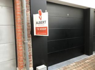 Deze garagebox bevindt zich pal in het centrum van Torhout in de nieuwbouwresidentie 'Maurann'. De garage beschikt over een elektrische en tevens ge&i