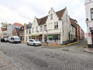 Unieke opportuniteit in één van de belangrijkste toegangswegen naar Brugge centrum. <br /> <br /> Dit handelsgelijkvloers van 144m²