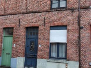 Ontdek deze knusse, centraal doch uiterst rustig gelegen, Brugse stadswoning. Via de kleine inkomhal heeft men toegang tot de lichtrijke leefruimte me