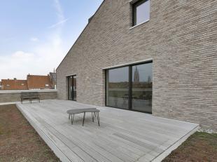 Deze exclusieve penthouse met 3 ruime slaapkamers in hartje Brugge, gelegen in een kleine residentie met 5 wooneenheden, kenmerkt zich door haar grote