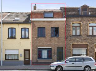 Deze te renoveren woning is gelegen langs de Brugse Steenweg op 5 min van Brugge Centrum. De woning bestaat uit een inkom, living, keuken, 2 slaapkame