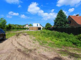Fantastisch mooi gelegen stuk bouwgrond (568 m²), in een residentiële wijk te OOSTDUINKERKE. Kom tot rust in uw nog te bouwen woning. Unieke