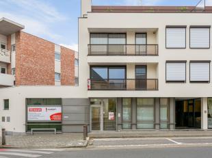 Ideaal gelegen kantoorruimte te koop vlak in het centrum van Lendelede met uitstekende visibiliteit! Ideaal voor bureau of dienstverlening. Deze kanto