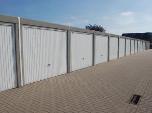 Recente nieuwbouwgarages in Assebroek. Meerdere nieuwbouwgarages te koop allen verhuurd aan 75 euro per maand. Alle garages beschikken over water en e