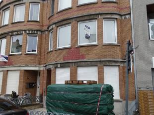 Recent gerenoveerd appartement op wandelafstand van het strand<br /> <br /> Indeling:<br /> <br /> Gemeenschappelijke inkom met trap naar het 1e verdi