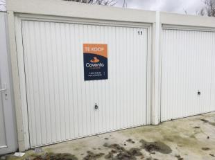Recente nieuwbouwgarage te koop te Kortrijk.<br /> Gelegen in complex 'Vlasbloem' in de Moorseelsestraat thv nr 54-56.<br /> Gepolierde beton, drainag