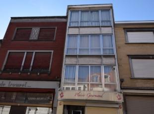 Handelspand te koop met 3 appartementen, in commerciële buurt van MenenBestaande uit:-algemene inkom-winkel/ handelsruimte met kleine woonstmogel
